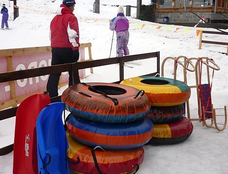 dfc9cd276 Pre menej náročných ostali v ponuke aj staršie prevedenia lyžiarskej  výstroje za veľmi výhodné ceny. Pri zapožičaní na viac dní a pre ucelené  skupiny ...